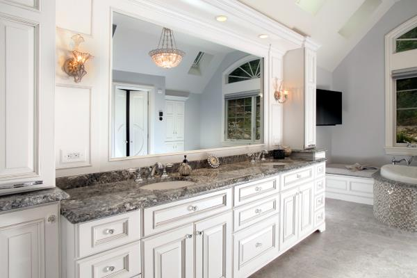 Custom Vanity Application Creates Expansive Personal Space